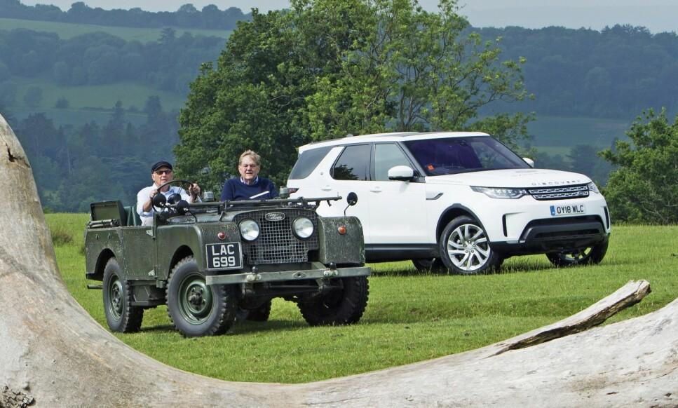 DOWNTON SHABBY: En Serie 1 er en sjelden klassiker som takler terreng nesten like godt som moderne biler. Land Rover Discovery er en bil som er like hjemme ute i terrenget som parkert foran Buckingham Palace. Foto: Luc Lacey