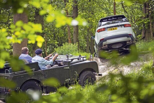 70 ÅR OG (NESTEN) LIKE BRA: En Serie 1 er en sjelden klassiker som takler terreng nesten like godt som moderne biler. Foto: Luc Lacey