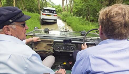 ENKELT OG GREIT: Land Rovers  trofaste Crathorne  gir Cropley litt råd. Foto: Luc Lacey