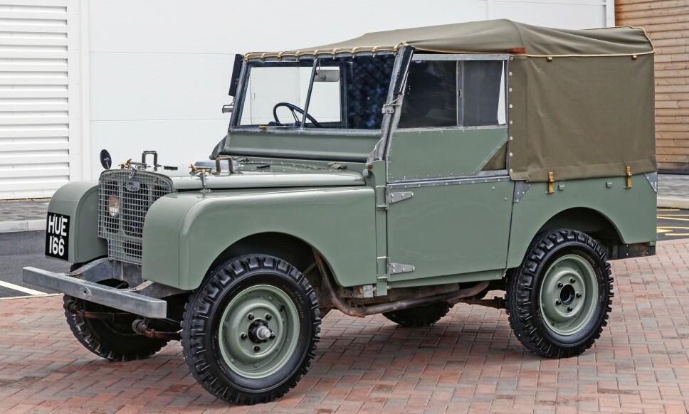 DEN FØRSTE: 1948: Land Rover S1 Her legges selve fundamentet for 70 år med suksess. Røff, kompakt, lite overheng, relativt lav vekt, og mulighet til å koble inn- og ut firehjulsdrift. Foto: Land Rover