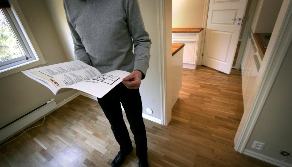 LEIEBOER PÅ KJØPET: Noen boliger selges med en utleiedel der det kanskje er beboere du kan få på kjøpet, men det finnes også leiligheter som har leietakere med livslang leiekontrakt, og da blir din bruk av boligen svært begrenset om du kjøper den. Foto: Jarl Erichsen/NTB Scanpix.