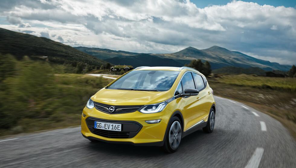 <strong>POPULÆR:</strong> Da Opel lanserte Ampera-e i Norge i 2017, var det den første elbilen med lang rekkevidde og gunstig pris. Over 4.000 nordmenn kjøpte bilen, men General Motors klarte ikke å produsere nok biler. Foto: Opel