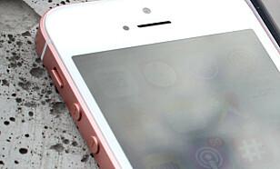 BRYTER: Den lille bryteren over volumknappene, som setter telefonen i stille modus, er en av tingene Android-brukere misunner iPhone-brukere mest. Foto: Ole Petter Baugerød Stokke