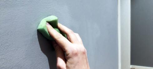 Hvordan fjerne tusj og penn fra veggen