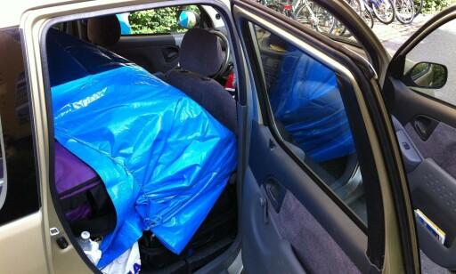 SIKRE LASTEN: Her er et annet eksempel på hvordan sikre løse gjenstander i bilen. Foto: Per Ervland