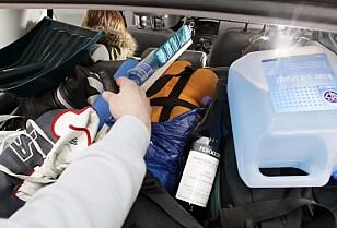 STAPPFULLT: Påskeferie i bil betyr mye bagasje og mange diverse gjenstander. Alt som ikke er forsvarlig sikret kan potensielt utgjøre et dødelig prosjektil i tilfelle bråstopp. Foto: Heiko Junge / NTB Scanpix