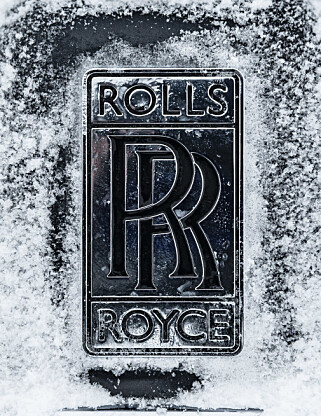 KALD LUKSUS: Kanskje ikke der man mest forventer å se en Rolls-Royce. Men Cullinan takler fint en norsk vinter. Foto: Jamieson Pothecary