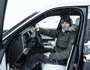 EN AV DE FØRSTE: Vår utsendte, Jamieson Pothecary, var en av de første i verden som fikk teste en Rolls-Royce Cullinan på is.