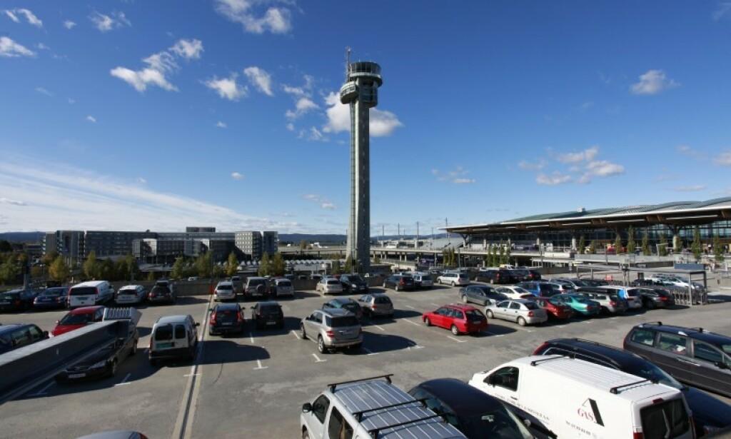 AUTOMATISK SKILTGJENKJENNING: 1. mars innføres det automatisk skiltgjenkjenning ved alle Oneparks parkeringsområder på Oslo Lufthavn. Foto: Oslo Lufthavn