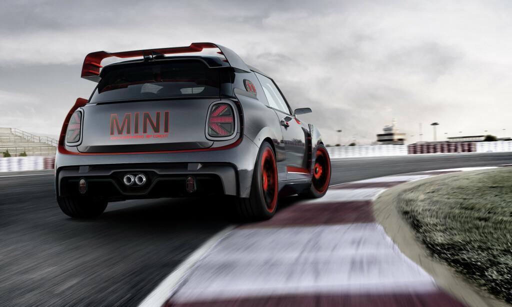 RACING-GENER: Den kommende GP-modellen henter sin inspirasjon fra kjente rallyførere som kjørte Mini på 60-tallet, med suksess i blant annet Rallye Monte Carlo. Bildet viser konseptbilen fra 2017. Foto: Mini