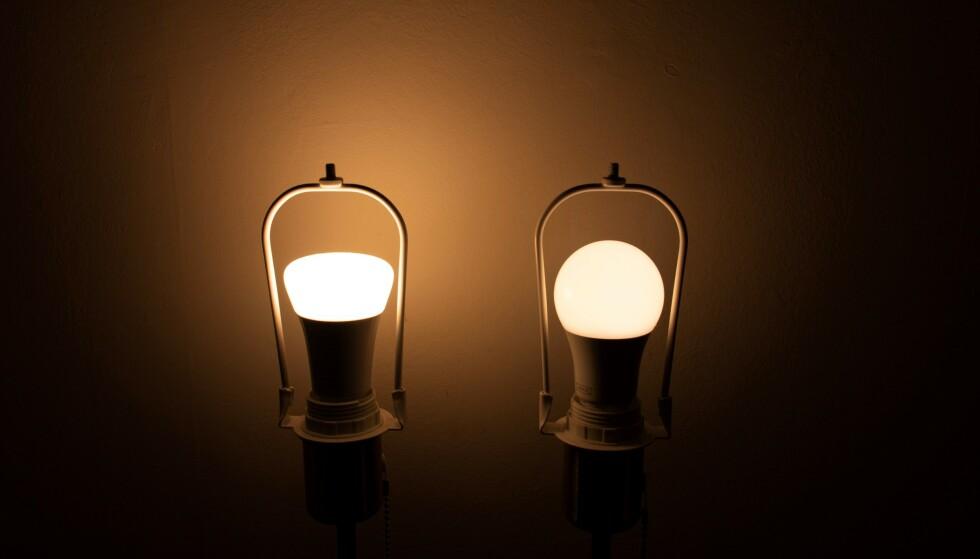Hue- og Trådfri-lyspæren satt til avslapping. Foto: Martin Kynningsrud Størbu