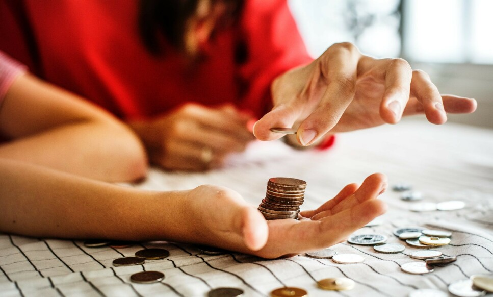 SLITER ØKONOMISK: Antallet familier som har vedvarende lav inntekt, har økt kraftig siden 2011. Foto: Rawpixels.com