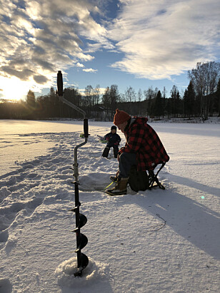 Isfiske. Foto: Norges jeger- og fiskeforbund