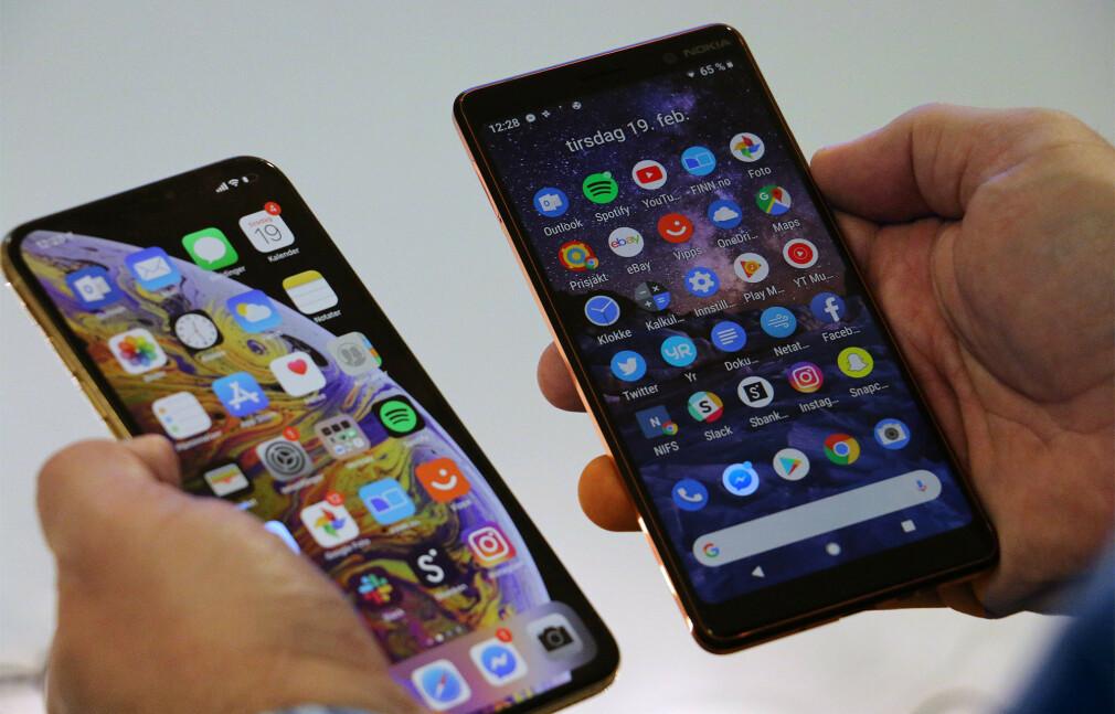 FIRE FOR EN: Du får fire Nokia 7 Plus (til høyre) for prisen av én iPhone Xs Max (til venstre). Foto: Kirsti Eira Østvang