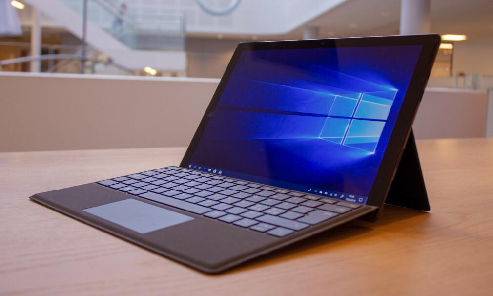 ARBEIDSJERN: Surface Pro 6 er kanskje den heftigste PC-hybriden på markedet. Foto: Martin Kynningsrud Størbu