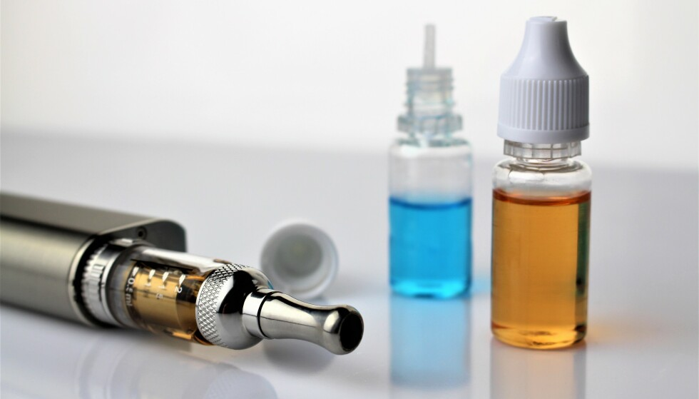 FORGIFTNINGSFARE FRA VAPE-VÆSKE: Giftinformasjonen i Norge uttrykker bekymring når nikotinholdig væske snart blir tillatt å selge i Norge. Foto: Shutterstock/NTB scanpix