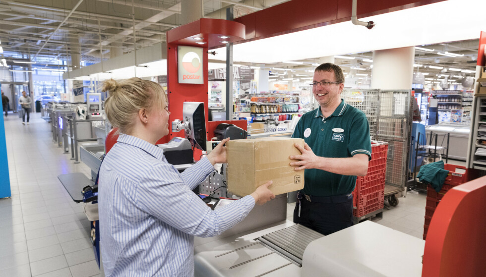 PAKKETRØBBEL: Posten har problemer med datasystemet, som fører til stans i utlevering av pakker. Foto: Gorm Kallestad/NTB scanpix