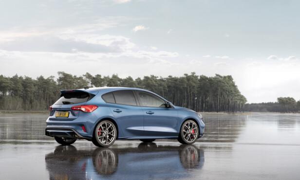 KLAR FOR ACTION: Focus ST er resolutt sportslig i designen, uten å være RS-ekstrem. Foto: Ford