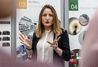 SPENNENDE: Carine Giachetti tror vi vil se et grønt skifte også på lakken, i hvert fall her i Europa. Det er nemlig store forskjeller på hva vi liker i de forskjellige verdensdelene. Foto: Nissan