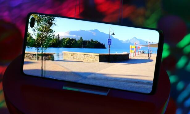 93,1 PROSENT: Så mye av fremsiden på S10 er skjerm. Foto: Kirsti Østvang