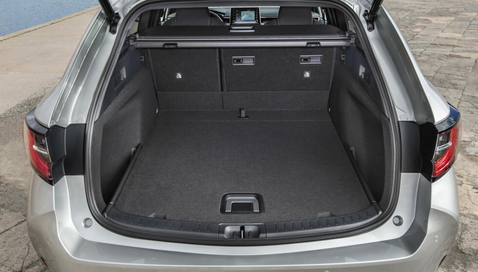 600 LITER: Bagasjerommet matcher omtrent det i Avensis stasjonsvogn. Foto: Toyota