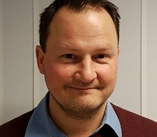 - PRODUSENTENS SKYLD: Kommunikasjonssjef Knut Arne Marcussen i Nissan sier Leaf-kundene vil få raskere lynlading innen utgangen av året. Foto: Nissan