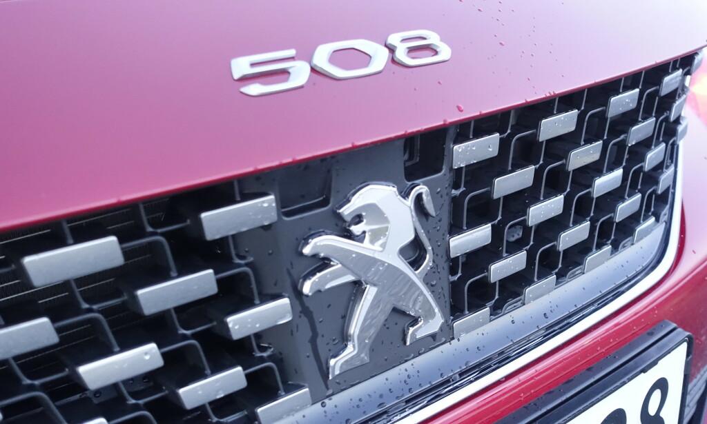 TRADISJONER: Frem til peugeot 605 som ble solgt frem til 1985, brukte Peugeot nummerbetegnelsen på panseret. Det har man tatt opp igjen på 508 og nye 208 som nylig ble vist. Foto: Rune M. Nesheim
