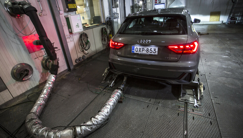 PARTIKLER KRAFTIG NED: Med partikkelfilter både på diesel og bensinbiler er utslippet av partikler kraftig redusert det siste året. Det viser test av 15 nye biler vi har gjort hos VVT Technical Research Centre i Finland. Foto: Markus Pentikainen
