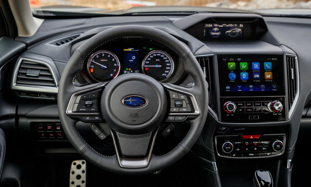 8 TOMMER: Subaru følger trenden med stor skjerm og overflater i støvfientlige overflater i pianolakk-finish. Foto: Subaru