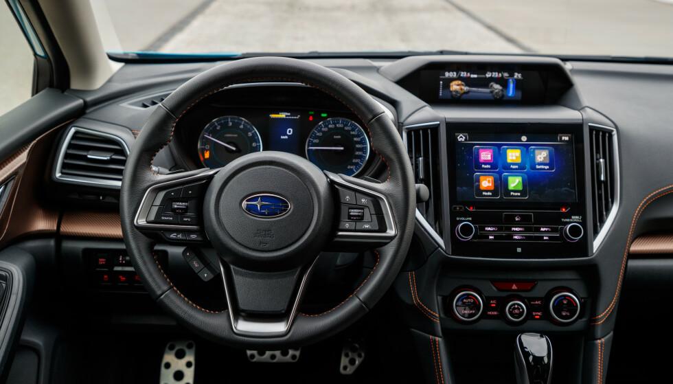 BRA UTSTYRT: 8-tommers skjerm, klima med to soner og nøkkelfri adgang fås på de to øverste utstyrsmodellene. Foto: Subaru