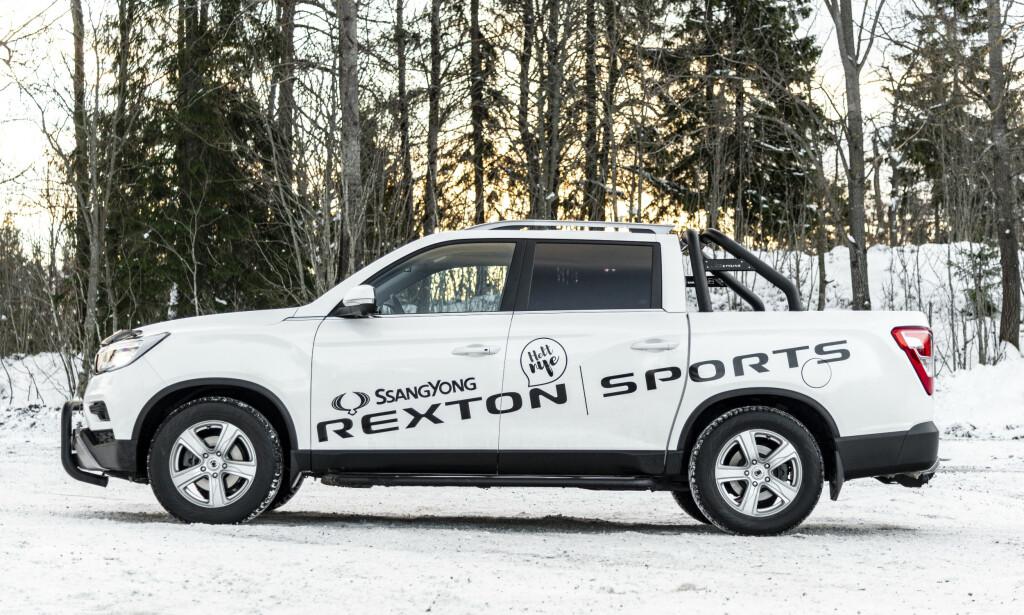 KLAR FOR ARBEID: Rexton Sports kan bestilles med større hjul og dekk. Det går litt utover kjørekomforten, men hever utseendet betraktlig. Foto: Jamieson Pothecary