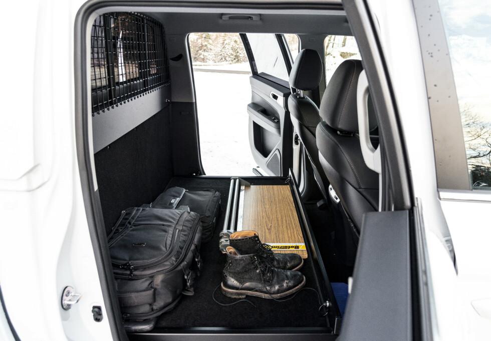 <strong>STORT:</strong> Mye plass bak setene. Testbilen manglet gittervegg. Det bør man har for å sikre last. Foto: Jamieson Pothecary