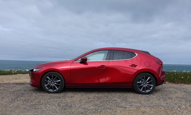 BULKETE? Mange mente nye Mazda 3 så ut som om noen allerede hadde blitt krasjet i siden på den. Foto: Knut Moberg