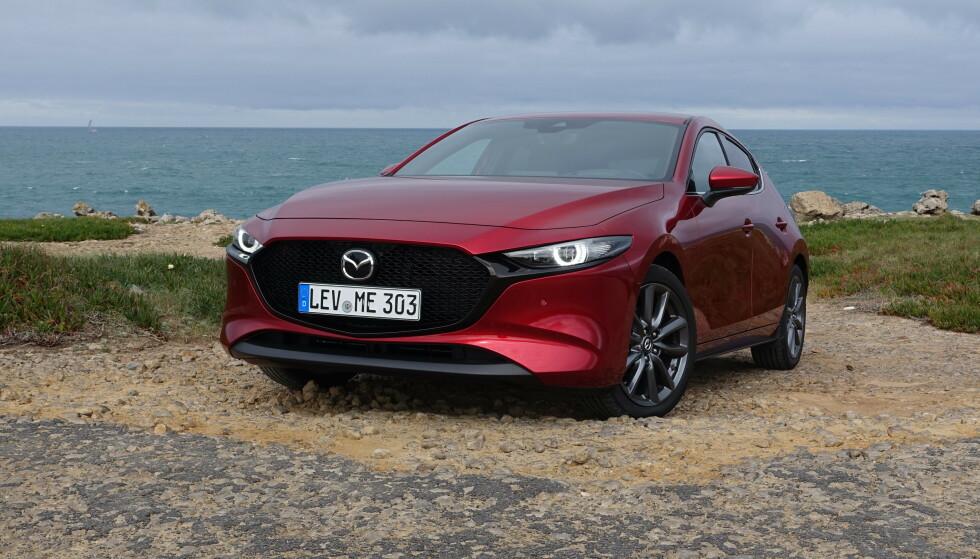 FALKEBLIKK: Mazda har i løpet av lengre tid utviklet et særpreget designspråk de har kalt Kodo , eller «bevegelsens sjel». Utseendet er da også noe av det som tiltrekker kundene mest. Foto: Knut Moberg