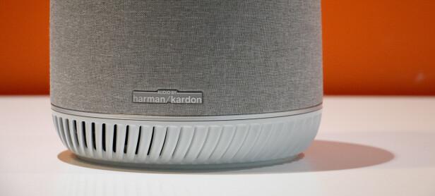 Orbi Voice er trukket i grått stoff, ikke helt ulikt Google Home. Foto: Martin Kynningsrud Størbu