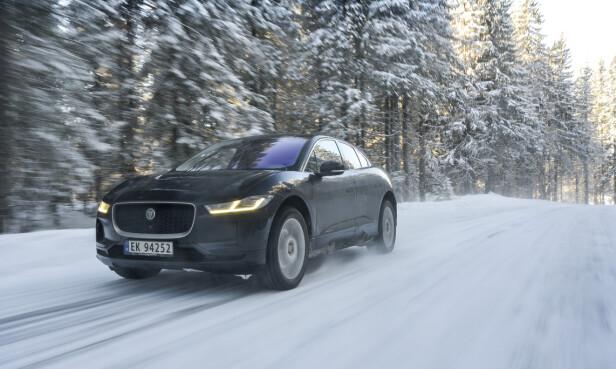 DOBBELT VINNER: Jaguar I Pace vant såvidt Car of the Year in Europe, med minst mulig margin, foran Alpine A110 (begge 250 poeng), og Kia Ceed (247 poeng). Foto: Jamieson Pothecary