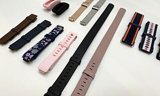 REIM-O-RAMA: Fitbit har skjønt at folk liker å bytte stil på klokkene og armbåndene sine, og tilbyr flere ulike varianter til både Versa og det nye Inspire-armbåndet. Det lengste i midten på bildet er i skinn, og snurres to ganger rundt håndleddet. Foto: Kirsti Østvang