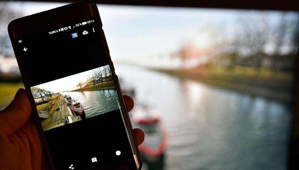 STENGT: Google har sett seg nødt til midlertidig å deaktivere bildevisningsfunksjonen på Android TV-enheter etter at en bruker fikk opp hundrevis av andres bildebibliotek i Google Home-appen. Foto: Pål Joakim Pollen