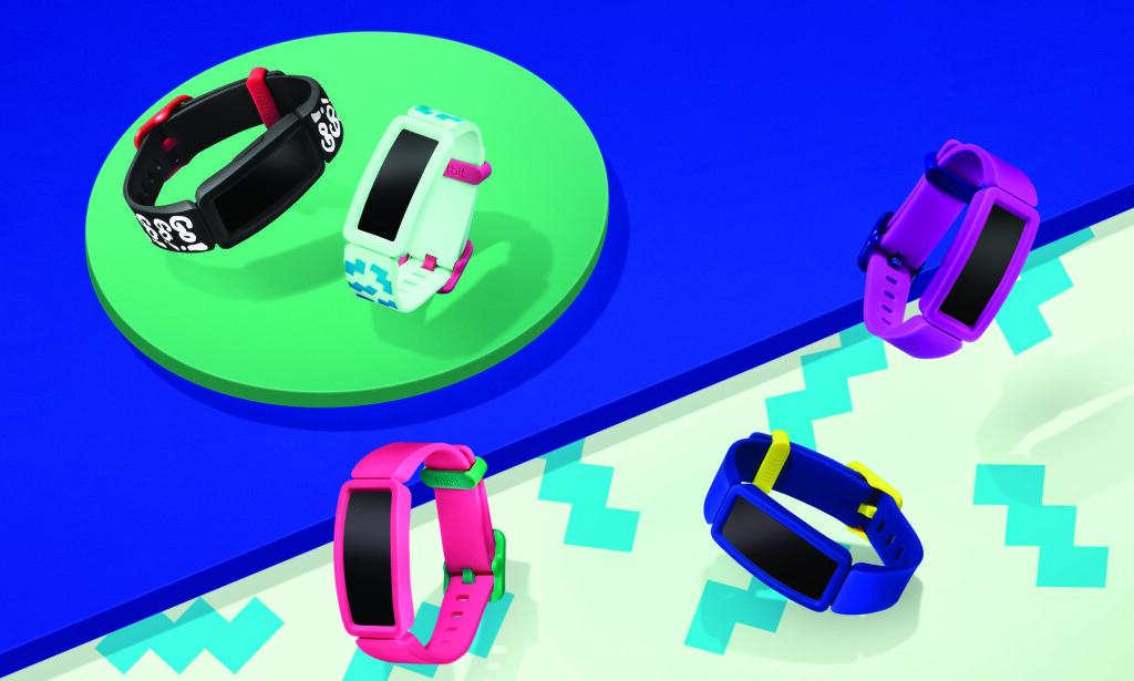 LAGET FOR BARN: Fitbit Ace 2 kommer i barnevennlige farger, ifølge produsenten. Nytt med versjon to er at den nå har støtbeskyttelse rundt skjermen. Foto: Fitbit