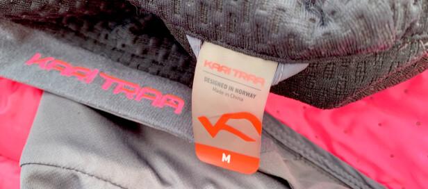 ÆRLIG: Kari Traa merker klærne sine slik at det ikke er noen tvil om produktets opprinnelse: Designed in Norway. Made in China. Kari Traa har ingen produksjon i Norge. Foto: Kristin Sørdal