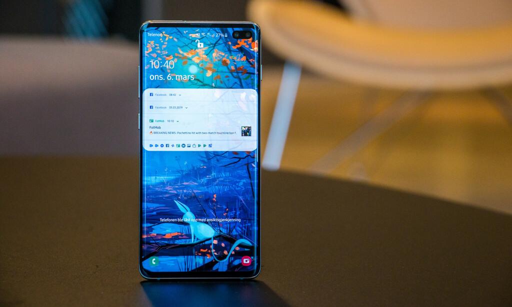 BRINGING SEXY BACK: Samsung Galaxy 10+ fremstår som en av de aller ypperste telefonene i dagens marked. Foto: Pål Joakim Pollen