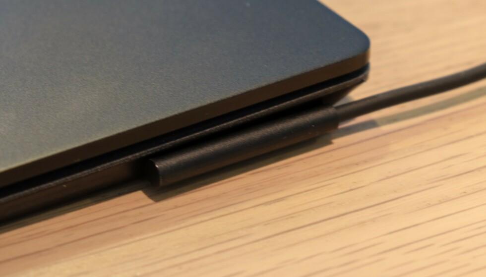 Surface Laptop 2 kjører Microsofts proprietære ladeløsning.