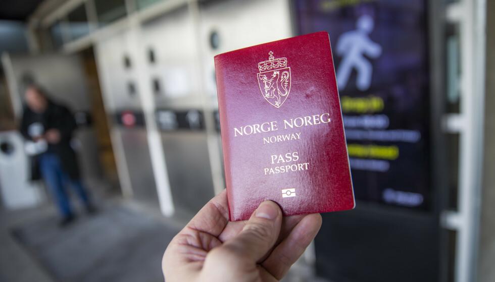 HALVVERT LEVETID: Pass kan få en gyldighetstid på bare fem år mot ti år i dag, foreslår regjeringen. Foto: Håkon Mosvold Larsen/NTB Scanpix.
