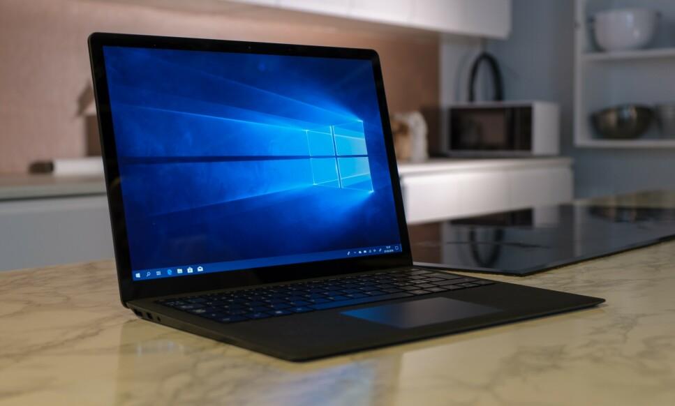 LEKKER: Surface Laptop er tilbake, og det i svart. Foto: Martin Kynningsrud Størbu