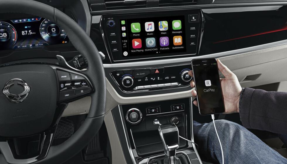 MODERNE: Bilen får et moderne interiør, med automatgir og valg mellom to- og firehjulstrekk. Foto: Ssangyong
