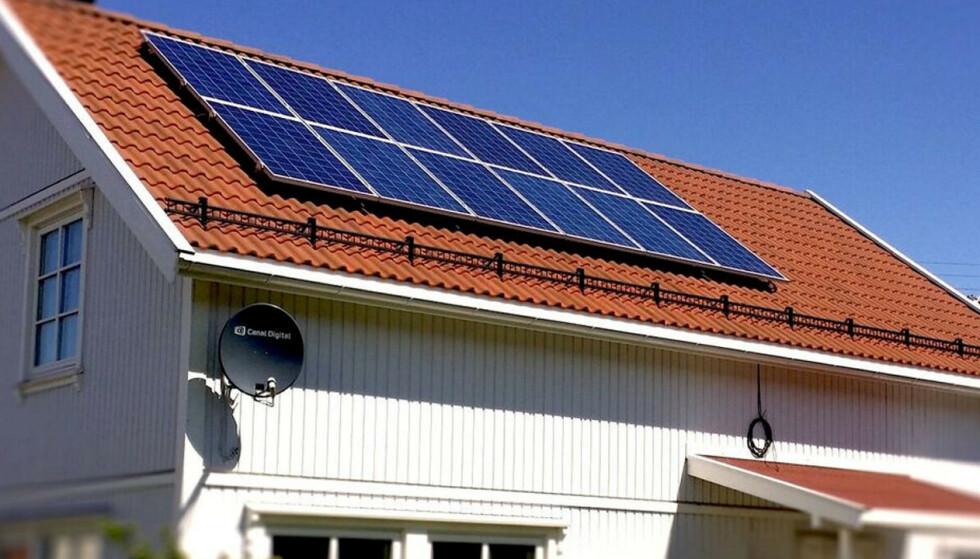 FLERE PLUSSKUNDER: Energi Norge ser eksponensiell vekst i antall plusskunder, og de fleste nye kundene er husholdningskunder. Derfor lanserer de en ny håndbok som skal gjøre det lettere å være nettopp plusskunde. Foto: Fredrikstad Energi.