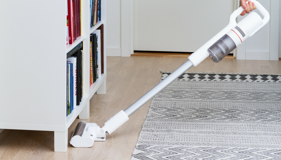MYE RIMELIGERE: Den trådløse støvsugeren koster mye mindre enn de andre i testen. Foto: Tron Høgvold