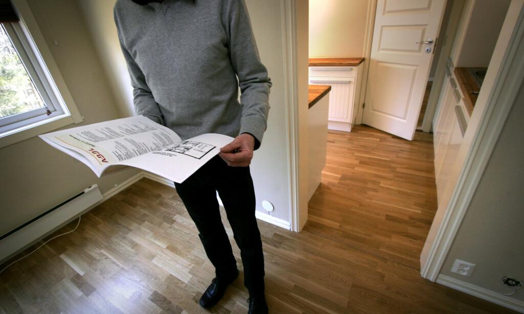 FORKJØPSRETT: Det er viktig at du leser prospektet nøye før du legger inn bud på en bolig, og blant annet finner ut om det er forkjøpsrett på boligen, samt når denne retten avklares. I verste fall må du vente en god stund etter budet er godkjent før du får vite om du faktisk får boligen. Foto: Jarl Erichsen/NTB Scanpix.