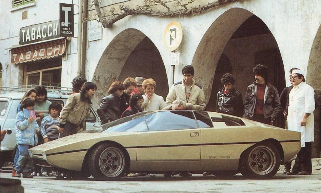 KAKESTYKKE: Skulle du bli lagt merke til på 70-tallet, gjaldt det å lage en bil med kileform. Vi tipper disse bilene hadde fått like mye oppmerksomhet i dag, 40 år etter. Foto: Lamborghini