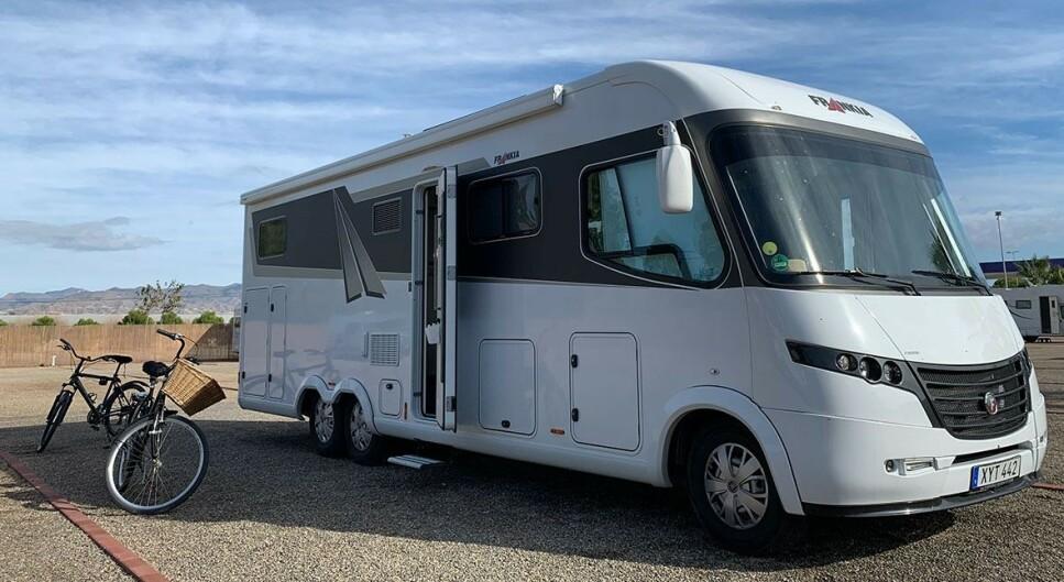 <strong>KAN IKKE PARKERES OVERALT:</strong> De som skal kjøre bobil eller med campingvogn har mange regler å sette seg inn i. Foto: NTB Scanpix